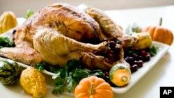 미국 추수감사절 때 먹는 전통음식 칠면조 요리.