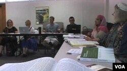 Suasana dialog antar-agama di salah satu universitas di Amerika, yang bertujuan menjadikan perbedaan agama sebagai sumber perdamaian (foto: dok).