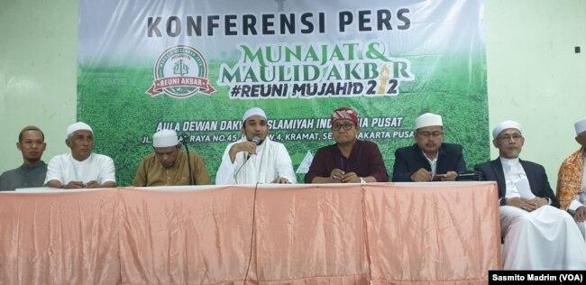 Panitia Reuni 212 saat menggelar konferensi pers di Jakarta, Jumat, 29 November 2019. (Foto: Sasmito Madrim/VOA)