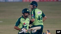 زمبابوے نے پاکستان کو کامیابی کے 135 رنز کا ہدف دیا۔ میزبان ٹیم نے ہدف 16ویں اوور میں ہی دو وکٹوں کے نقصان پر حاصل کر لیا۔ حیدر علی نے 66 رنز جب کہ بابر اعظم نے 51 رنز بنائے۔
