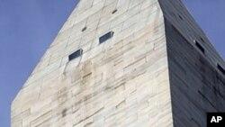 8月23日地震后华盛顿纪念碑顶部出现裂缝