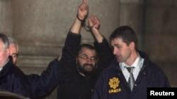 Ali Charaf Damache algemado pela polícia da Irlanda. Foto de arquivo