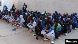 Abimukira bakomoka muri Nijeri bakusanirijwe hamwe mbere y'uko birukanwa n'abategetsi ba Libiya