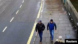 Фото з камер спостереження у Солсбері, які зафіксували Руслана Боширова та Александра Петрова поблизу помешкання Сергія Скрипаля у день отруєння 4 березня 2018 р.