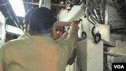 Các sinh viên làm việc trong phòng máy