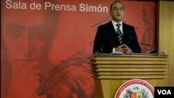 Jesse Chacon es un fuerte aliado de Chávez y ha sido ministro de Información; del Interior; de Telecomunicaciones y de la Presidencia.