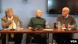 21일 미국 조지워싱턴대학교에서 열린 '북한의 핵 프로그램' 토론회에 참석한 전문가들이 발언하고 있다. 왼쪽부터 올리 하이노넨 전 IAEA 사무차장, 로버트 갈루치 전 국무부 차관보, 조엘 위트 존스홉킨스대 선임연구원.