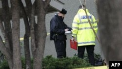 Policija ispred stambenog kompleksa u Grejpvajnu, u Teksasu, gde su pronađena tela sedam osoba