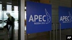 На входе в пресс-центр саммита АТЭС. Владивосток. 4 сентября 2012 г.