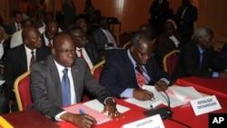 La délegation de la RCA lors de l'ouverture de la conférence de paix avec l'alliance Séléka, à Libreville, Gabon, le 9 Jan.2013