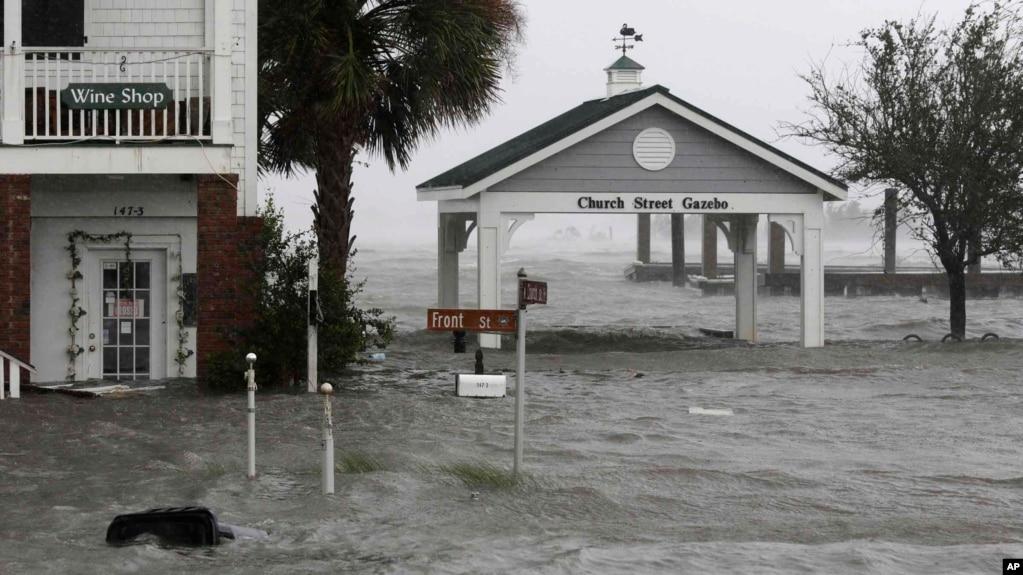 """Presidenti Trump e shpall Karolinën e Veriut """"zonë fatkeqësie"""""""