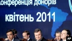 French PM Francois Fillon, left, Ukrainian President Viktor Yanukovych, center, and President of the European Commission Jose Manuel Barroso during the Chernobyl Pledging Conference in Kiev, Ukraine, April 19, 2011