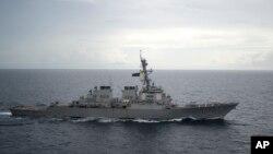 Khu trục hạm USS Decatur của Hoa Kỳ.