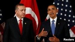 지난해 3월 한국에서 열린 핵안보정상회담에 앞서 양자회동한 바락 오바마 미국 대통령(오른쪽)과 레제프 타이이프 에르도안 터키 총리. (자료사진)