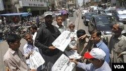 La noticia de la muerte de Bin Laden tuvoa mplia difusión en la prensa paquistaní.