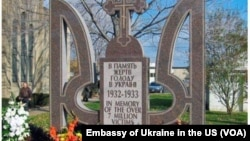 Монумент жертвам голодомора в Огайо, США