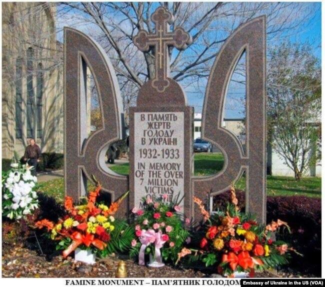 Пам`ятник жертвам Голодомору місті Парма, штат Огайо