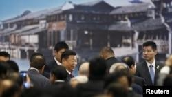Presiden China Xi Jinping menghadiri pembukaan Konferensi Internet Dunia di Wuzhen, Jiaxing, provinsi Zhejiang, China, 16 Desember 2015.