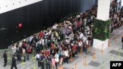 Các nhà tổ chức Wold Expo cho biết tới giữa ngày Chủ Nhật, gần 400.000 người đã tới tham gia sự kiện và thăm hơn 200 khu trưng bày