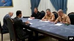 18일 시리아 다마스쿠스에서 바샤르 알 아사드 시리아 대통령이 세르게이 쇼이구 러시아 국방장관과 회담하고 있다.