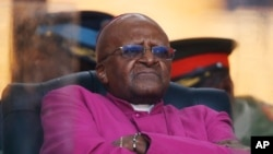 Tổng giám mục đã về hưu của Nam Phi Desmond Tutu.