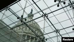 Gedung Capitol di Washington dalam pekan yang mengarah pada penghentian operasi pemerintahan (27/9).
