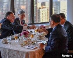 美國國務卿蓬佩奧與北韓高級官員金英哲在紐約共進工作晚餐(2018年5月31日)