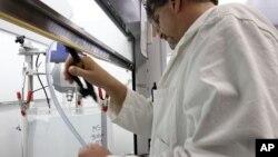EE.UU. contribuyó con $12.700 millones de dólares para investigaciones médicas globales en una década.
