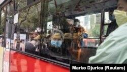 Putnici gradskog autobusa u Beogradu