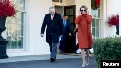 ABŞ Senatında demokratların lideri Çak Şumer və Nümayəndələr Palatasında demokratların lideri Nensi Pelosi Ağ Evdən çıxarkən.