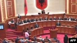 Parlamenti miraton buxhetin, regjistrimin e popullsisë