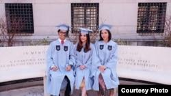Robinson Sinurat bersama artis Tasya Kamila (tengah) dan Kania (kanan) saat wisuda S2 (Dok: Obin)