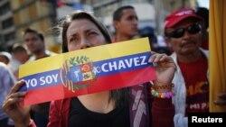 1月10日在加拉加斯的总统府外参加庆祝活动的查韦斯的支持者
