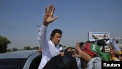 Sự xuất hiện của chính đảng của nhà chính trị nguyên là ngôi sao môn cricket Imran Khan như một lực lượng quan trọng thứ ba trên chính trường Pakistan.