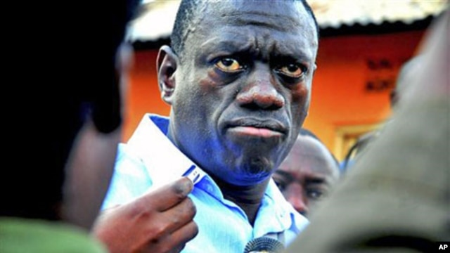 Ugandan opposition leader Kizza Besigye speaks to journalists in the yard outside his house upon returning home after a confrontation with police, in Kasangati, Uganda, May 19, 2011