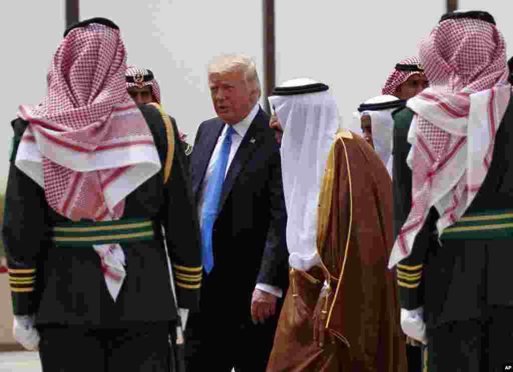 ملک سلمان در فرودگاه از آقای ترامپ استقبال کرد