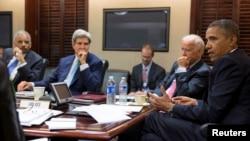 바락 오바마 미국 대통령이 지난달 31일 백악관 상황실에서 시리아 사태에 관해 논의하고 있다.