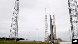 """美國太空總署星期一在佛羅里達州的卡納維拉爾角,無人的宇宙神5號洲際彈道導彈發射了名為""""火星大氣與揮發物演化""""(MAVEN)的探測器。(視頻截圖)"""