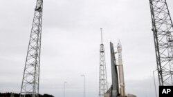 在佛罗里达卡纳维拉尔角太空发射基地上蓄势待发的MAVEN火星探测器。(2013年11月18日)