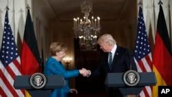 Trump နဲ႔ Merkel ေတြ႔ဆံုမႈ ၂ ႏိုင္ငံၾကားစိုးရိမ္မႈကို ေလွ်ာ့ပါးေစ
