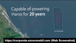 Hình ảnh vị trí mỏ Cá Voi Xanh, dự án hợp tác giữa Việt Nam và ExxonMobil của Mỹ, cách bờ biển miền Trung Việt Nam khoảng 80m, nhưng được cho là gần sát đường 9 đoạn của Trung Quốc. Hai tập đoàn năng lượng của Việt Nam sẽ hoàn tất hợp đồng bán khí với ExxonMobil vào cuối năm nay.