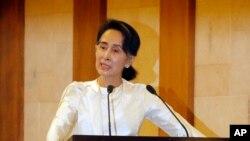 Aung San Suu Kyi saat upacara mengenang pembunuhan Ko Ni, Minggu, 26 Februari 2017.