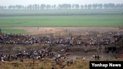 지난 7월 집중호우로 인해 피해를 입은 평안남도 안주에서 주민들이 수해 복구에 나섰다.