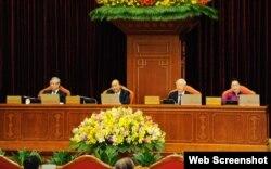 Trong cơ cấu chính trị Việt Nam hiện nay, lãnh đạo các cấp phải là đảng viên và học các lớp lý luận của Đảng Cộng sản.