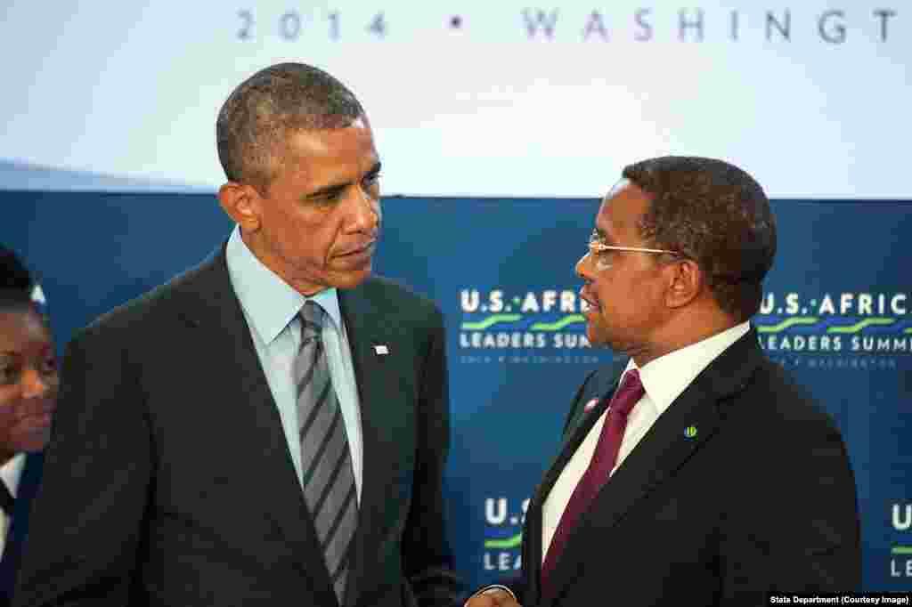 Rais Jakaya Kikwete wa Tanzania akizungumza na Rais Barack Obama Washington