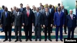 Zajednička fotografija šefova država i vlada zemalja učesnica radnog ručka drugog dana samita G-7 u Italiji