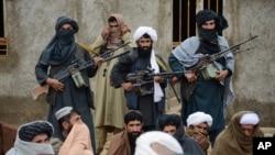 درگیری میان نظامیان افغان و جنگجویان طالب از ده روز پیش در فراه جریان دارد.