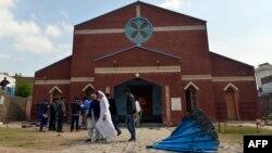 2015年3月15日巴基斯坦基督徒自杀爆炸袭击后聚集在拉合尔一个教堂前