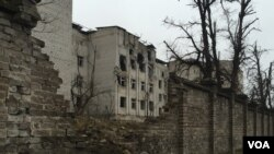 FILE - Scars of the early days of the war in 2014 remain fresh, Donetsk region, Ukraine, March 6, 2016. (L. Ramirez/VOA)