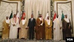 اشتن کارتر وزیر دفاع ایالامتحده با وزرای دفاع کشورهای شامل در شورای همکاری خلیج